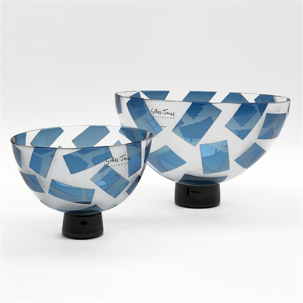 Pair of Gillies Jones Rosedale graduated glass bowls with cut and overlay blue glass panels on a short pedestal foot D21cm and 14cm with labels, signed and dated '97