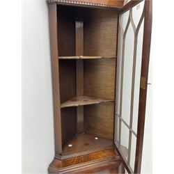 Late 20th century mahogany corner display cabinet, figured cavetto moulded and dentil cornice over astragal glazed door, figured panelled door with moulded frame, shaped apron and bracket feet