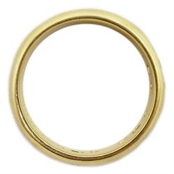 18ct yellow gold band set with nine trilogy diamonds, hallmarked