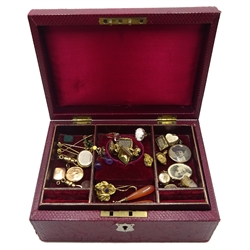 Early 20th century tooled leather jewellery box, velvet and silk lined containing Victorian and later 9ct and 15ct gold jewellery, stone set pinchbeck seal fobs, mourning brooches, stick pins, lockets and earrings