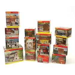 Hornby Skaledale - fifteen various buildings including Platt's General Store, Small Pub Golden Fleece, Golden Dragon Chinese Takeaway, Hislop Barber's Shop, Spire Restaurant, water towers etc, all boxed