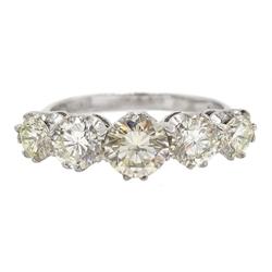 18ct white gold five stone graduating, round brilliant cut diamond ring, hallmarked, total diamond weight approx 1.90 carat