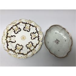 Mid-19th century Chamberlains Worcester plate decorated in blue and gilt incorporating the crest of the 26th Regiment, impressed mark, D26.5cm; together with and early 19th century floral painted shaped oval dish (2)
