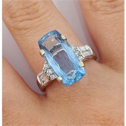 18ct white gold aquamarine ring, with round and baguette diamond shoulders, hallmarked