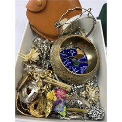 9ct gold jewellery oddments, silver rectangular link bracelet and matching bracelet, silve ingot, cultured pearl necklace with silver clasp, silver ingot silver mounted mirror, other silver jewellery and a collection of costume jewellery